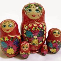 赤の入れ子人形