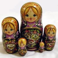Nesting dolls with flowers