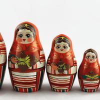 Czerwone Lalki z orzechami