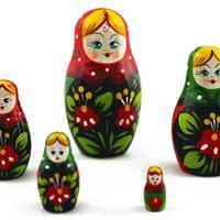 Bambole di incastramento di colore scuro