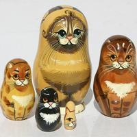 Poupées gigognes en bois pour chats