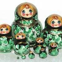 緑のネスティング人形