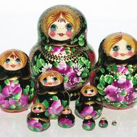 Fiori su bambole nere