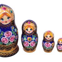 Hölzern nisten Puppen mit Blumen