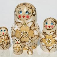 Дървени гнездене кукли