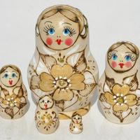 木製の入れ子人形