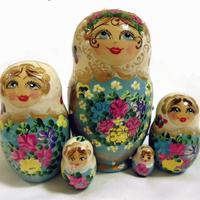 Matryoshka гнездене кукли