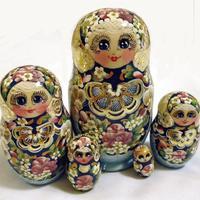 Dřevěné hnízdící panenky