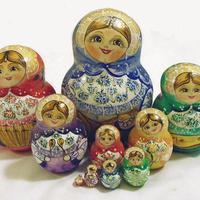 Многоцветен кукли