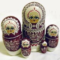 Vínová hnízdící panenky