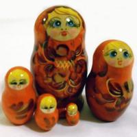 オレンジ色の人形