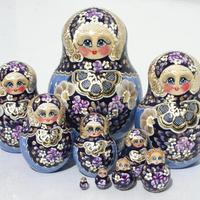 冬スタイルの青い人形