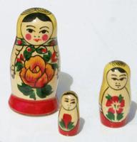 小さなネスティング人形